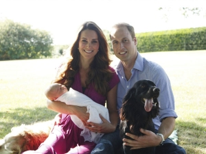 Prince-William-Kate-Middleton-Prince-George-Official-Photo-Bucklebury-UK