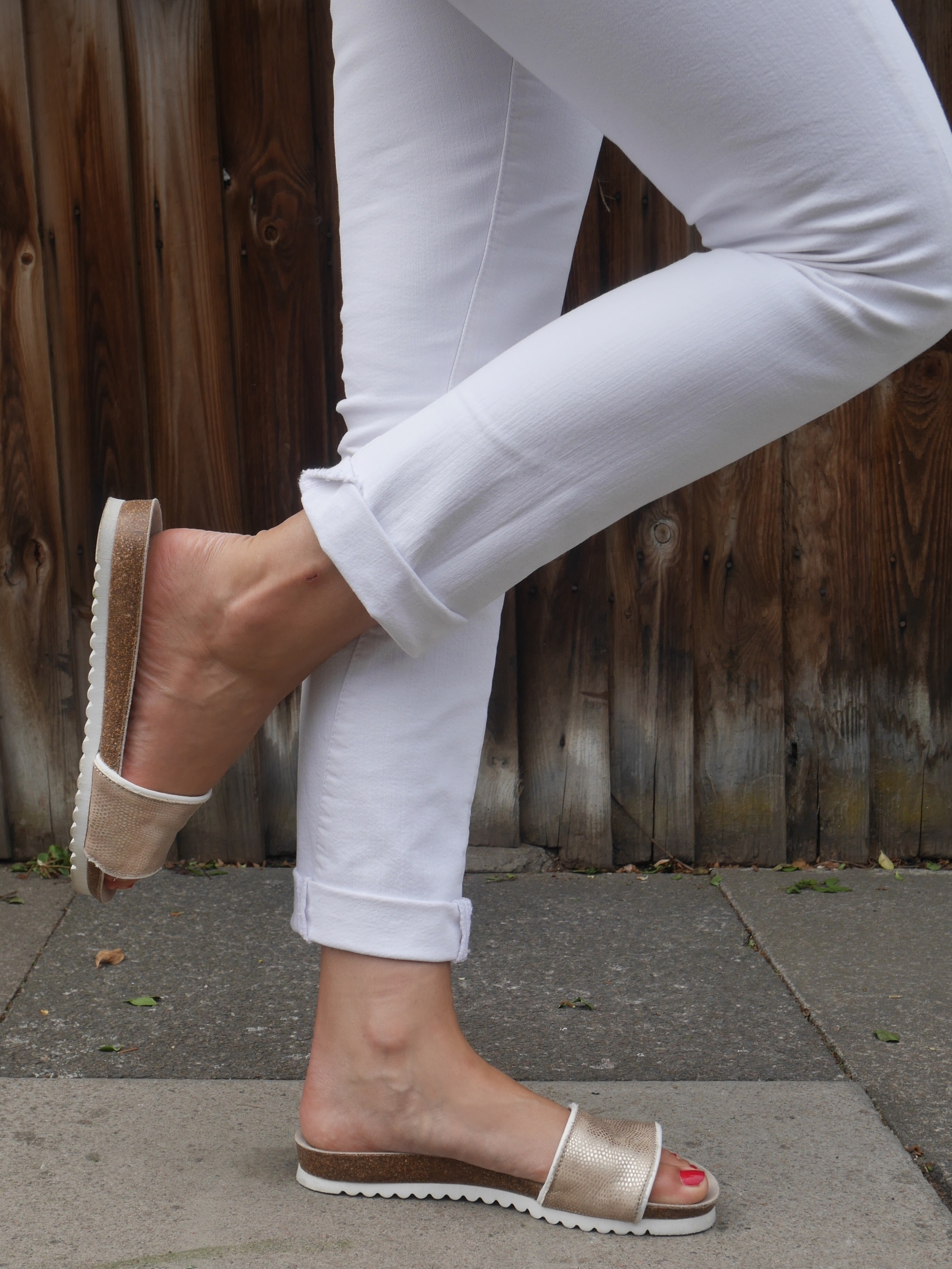 cocomamastyle | mum style blog UK | outfit of the day | white jeans, gold slides